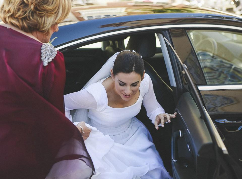24-novia-bajando-del-coche-de-boda