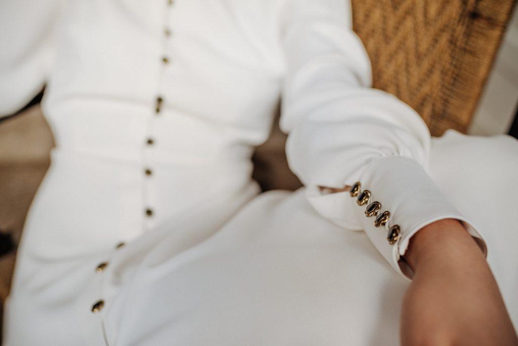 novias con botones negros
